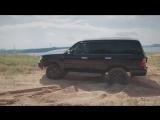 Range Rover Sport SVR и Land Cruiser 105 в песке.