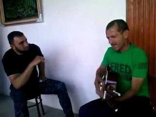 Асхаб Бурсагов Поет На Гитаре.