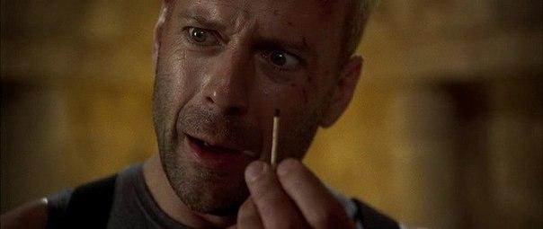 """Однажды, во время съёмок фильма """"Пятый элемент"""" Брюс Уиллис подошёл к Люку Бессону и спросил:"""