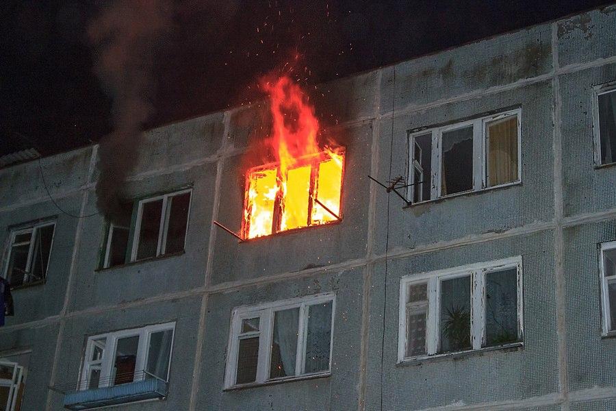 В Таганроге при пожаре в пятиэтажке погиб мужчина