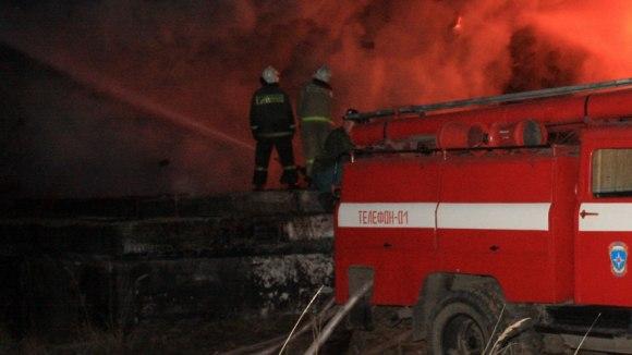 В Таганроге в Автоколонне №1423 горело здание складского типа