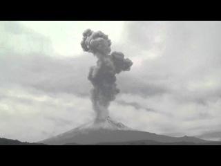 Volcano Popocatepetl eruption in Mexico (spewing ash) Извержение вулкана Попокатепетль