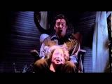 Страшный момент из фильма Зловещие мертвецы.