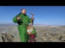 A guy is singing traditional throat song on top of mountain,монгол залуу хөөмий уулын оройдээр дуулж
