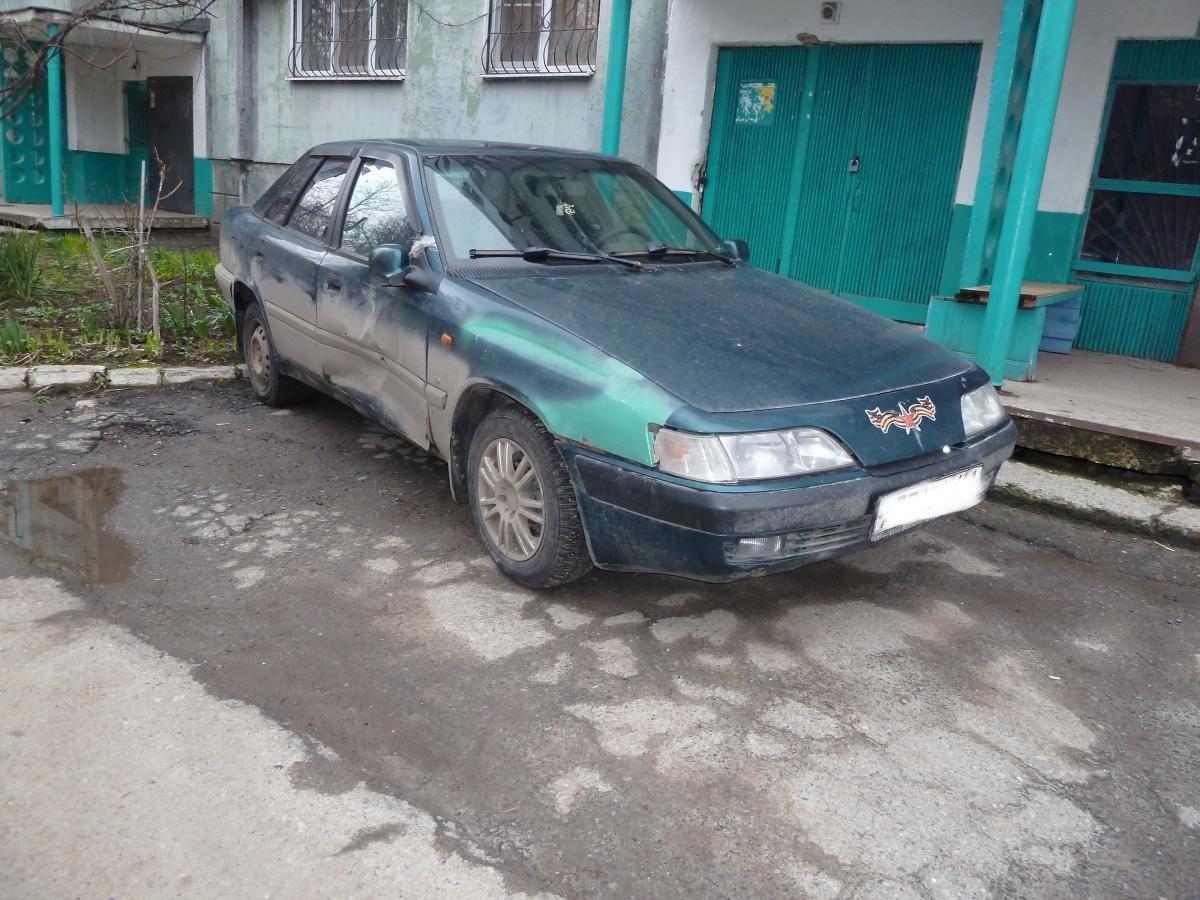 Сегодня ночью в Таганроге неизвестный протаранил две легковушки и скрылся с места ДТП