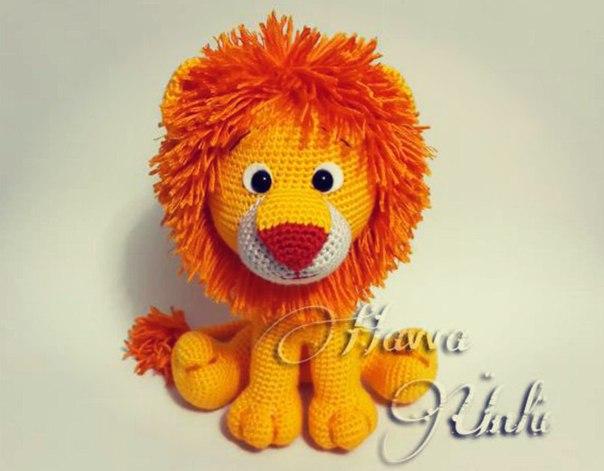 Вязанные игрушка лев