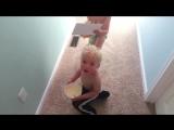 Пытаются удивить маму завтраком в постель (Приколы)