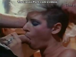 benson vintage flash. Девушка с ирокезом отсосала у двоих мужиков, потом они ее выебали. Порно прямиком из 70х или даже 60х.