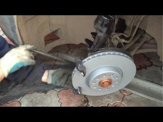 Как заменить передние тормозные диски и колодки на Passat B6