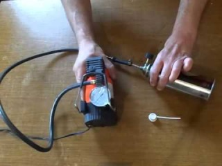 How to do the homemade reusable gas cylinder of the compressed air  to clean the computer. 清洁灰尘您的计算机