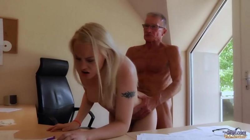 Пришла на работу порно