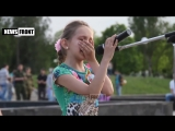 Богдана читает стихотворение на митинге-реквиеме памяти Алексея Мозгового (архив-2015)