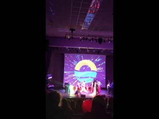 танец и дефиле финалисток в прекрасных платьях