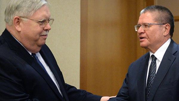 Улюкаев обсудил с послом США участие американских банков в приватизации в РФ.