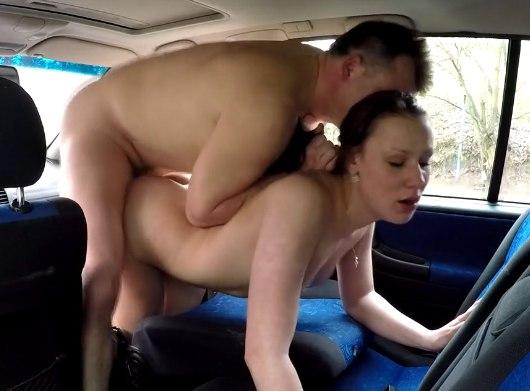 Предложил денег за секс в машине