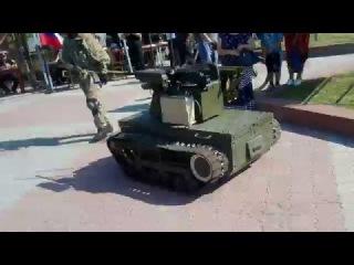 Русский вежливый боевой робот «Платформа-М»