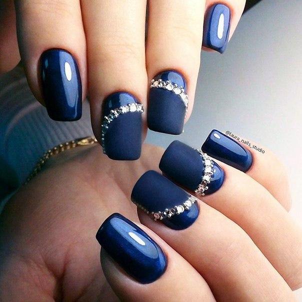 Kylie Jenners Blue Matte Nails!  Zhyna