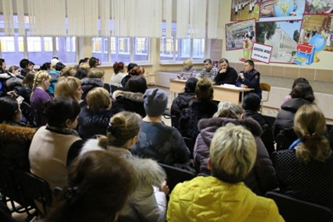 Наркополицейские приняли участие в общешкольном родительском собрании