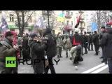 Украина Протестующие атаковал Российский банк в связи с годовщиной кровавой день Девичьей.