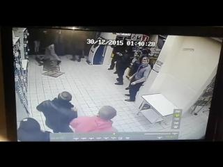 Жестокая драка в магазине - a fight in a store 18+