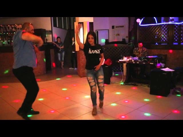 Девушки танцют ЛЕЗГИНКА QİZLAR SUPER REQS LEZGİNKA