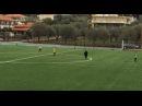 В Греции остановили матч из-за бабули, которая через поле срезала себе дорогу