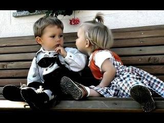 Мальчик и девочка забавно поют - А ты меня любишь? - АГА! Смешной номер на детском утреннике