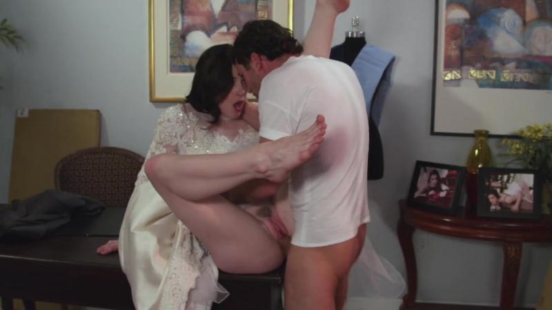 Курьер изнасиловал заказчицу в свадебном платье порно ...