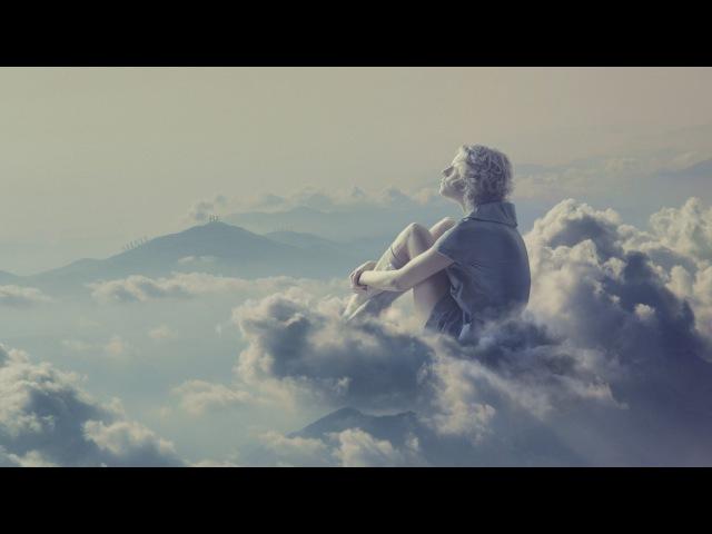 Пассажир самолета заснял человека, гуляющего по облакам...