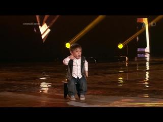 Карлик-мальчик победитель Голоса восхитительно спел песню Арии «Я свободен», Данил Плужников