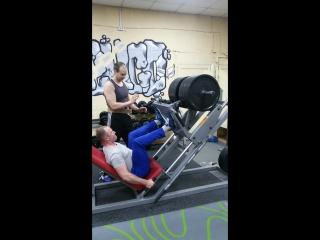 Дениска, Жим ногами 340 кг на 15 раз
