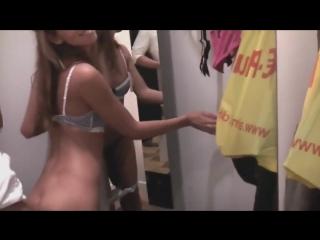 Порно видео секс с продавщицей в примерочной
