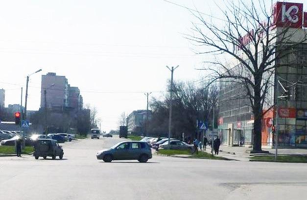 В Таганроге напротив ГМ «Магнит» столкнулись Nissan Qashqai и Suzuki Escudo
