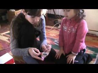 Кира и Кристина открывают подарок Деда Мороза 2016