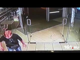 18+ Зарезал ножом в магазине