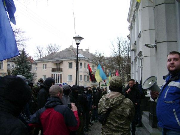 В Тернополі триває пікет через свавілля іноземців - фото 3