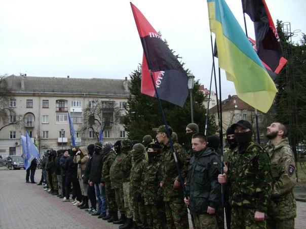 В Тернополі триває пікет через свавілля іноземців - фото 1