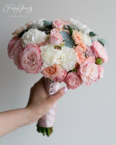 Букет №44 (свадебный), 6500 руб. Состав: кустовые пионовидные розы Мадам Бомбастик, диантус, кустовые розы Свит Сара, озотамнус, эвкалипт Цинерея.