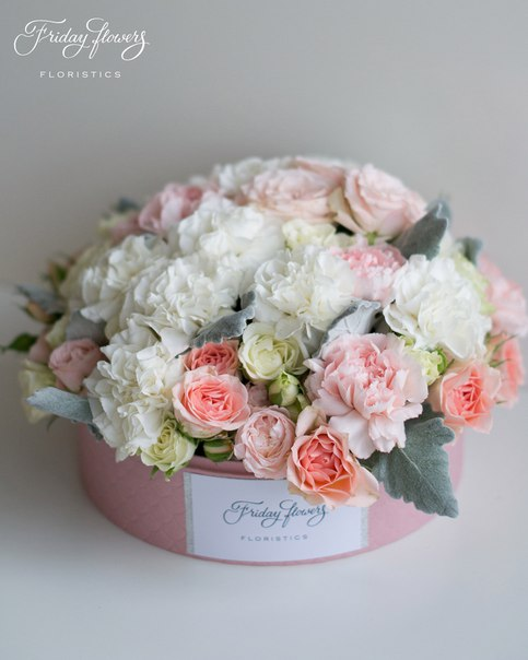Цветочный тортик №20, 6900 руб. Размер М (диаметр 22 см) Состав: кустовые пионовидные розы Бомбастик, кустовые розы Свит Сара, кустовые розы Сноуфлейк, диантус (два вида), сенеция.