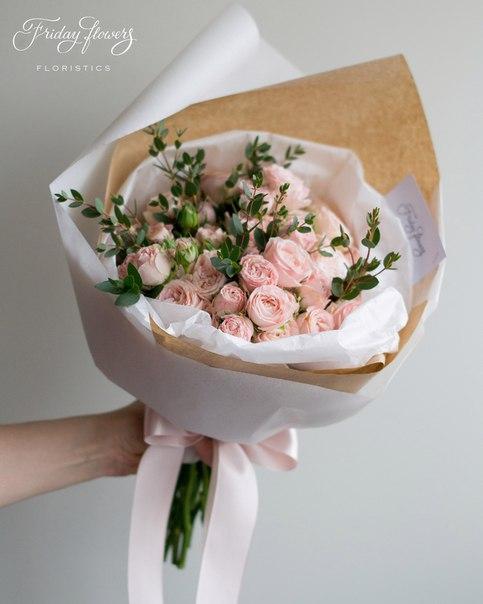 Букет №3, 3500 руб. Состав: кустовые пионовидные розы Бомбастик (10 стеблей), эвкалипт.