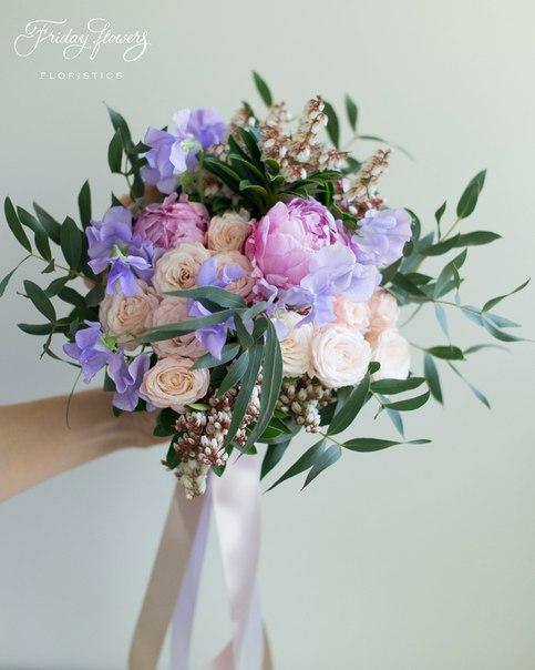 Букет №9 (свадебный), 5000 руб. Состав: пионы, кустовые пионовидные розы Бомбастик, латирус,  пиерис, эвкалипт Николи.