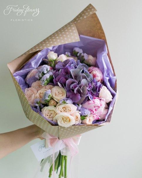Букет №52, 4500 руб. Состав: гортензия, кустовые пионовидные розы Бомбастик, пионы, статица.