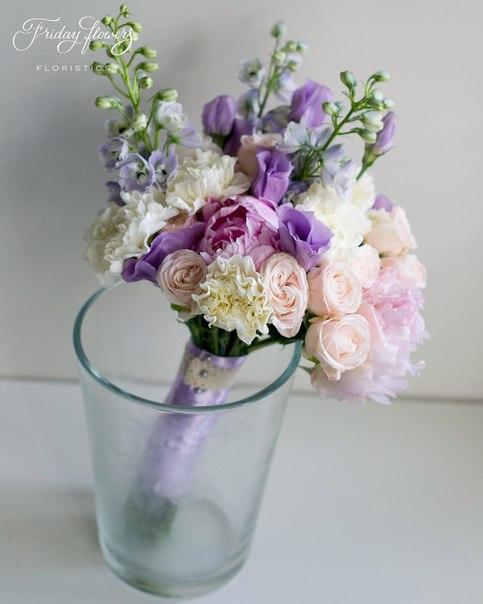 Букет №11 (свадебный), 5500 руб. Состав: пионы, кустовые пионовидные розы Бомбастик, дельфиниум, эустомы, диантус.
