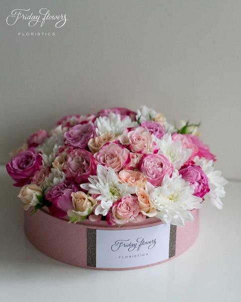 Цветочный тортик №22, 6100 руб. Размер М (диаметр 22 см) Состав: кустовые пионовидные розы Леди Бомбастик, кустовые розы Свит Сара, кустовые розы Рефлекс, хризантемы.