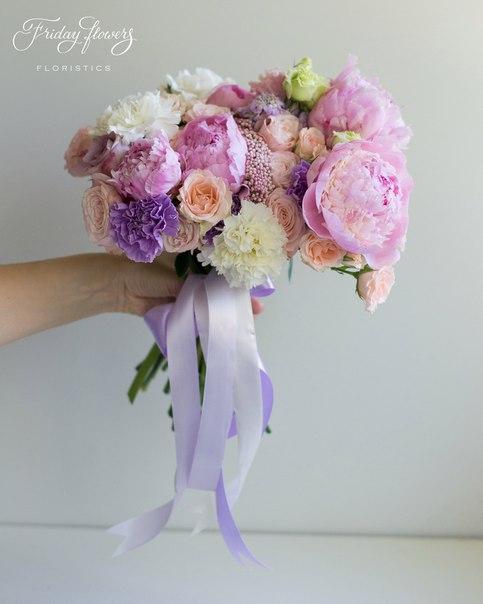 Букет №6, 4700 руб. Состав: пионы, кустовые розы Свит Сара, кустовые пионовидные розы Бомбастик, диантус (два вида), озотамнус, эустомы.