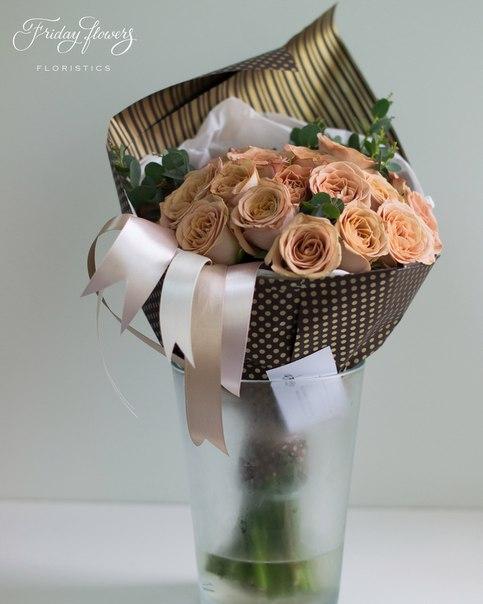 Букет №33, 3950 руб. Состав: розы Капучино (29 шт), эвкалипт. Другие цены: 19 шт - 2600 руб, 39 шт - 5300 руб, 79 шт - 10700 руб.