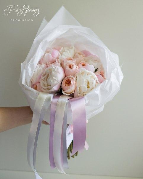 Букет №37, 6900 руб. Состав: пионы сорта Гардения, пионовидные розы Дэвида Остина Джульет (всего - 19 шт).