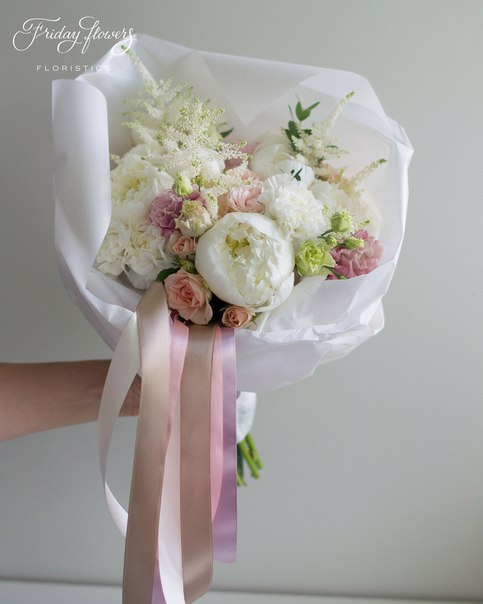 Букет №35, 6000 руб. Состав: пионы, кустовые пионовидные розы Бомбастик, кустовые розы Свит Сара, эустомы, диантус, астильба.