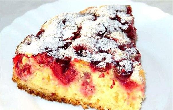 Пирог на ряженке с замороженными ягодами