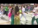 Maria Betânia recebe os aplausos de Ivete no desfile das campeãs 2016 - www.fervecao.com